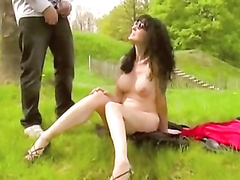 Pretty milf likes to piss in the fresh air