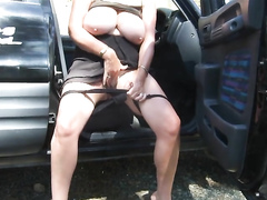 British BBW flicks her clit in the car