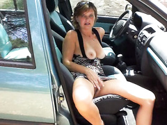 Exhibitionist lady lets me film her wet holes in the car