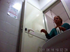 Big butt old lady goes to the lavatory on camera