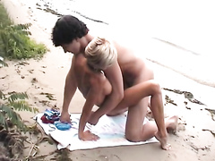 Limber couple has hardcore fun on the beach