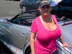 Amateur girl has gigantic tits in tee shirt