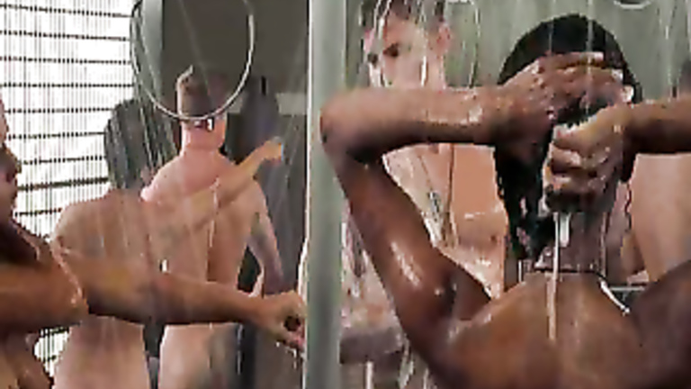 Hot,hallelujah! For Starship troopers shower scene