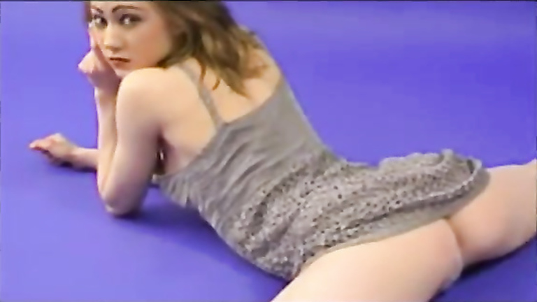 Hypnotic girl shows off her flexibility
