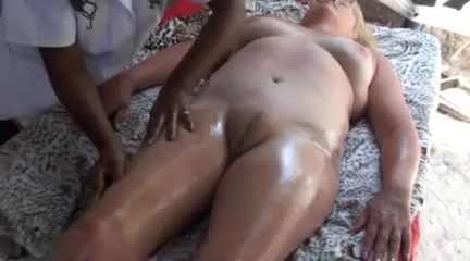 Thorough therapy for her puffy pubic area