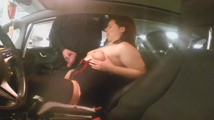 Middle-aged doxy masturbates in the car
