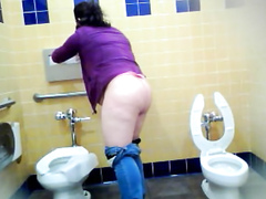 Fat milf gets taped pissing hard in the ladies room
