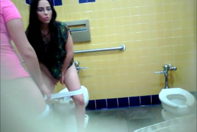 latin women peeing