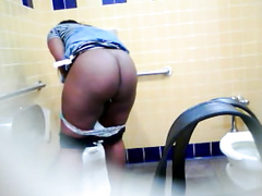 Bootylicious black MILF pees in a restroom