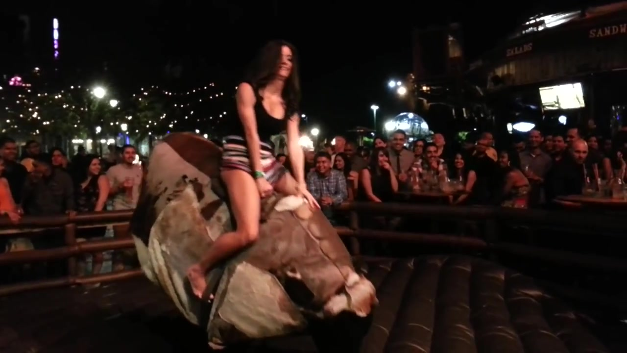 Unforgettable bull ride with a bootylicious lady