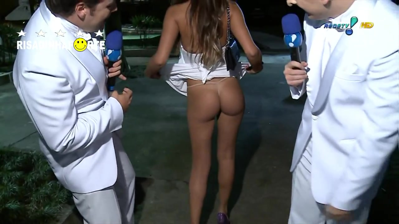 Tempting senorita decides to reveal her breathtaking ass on TV
