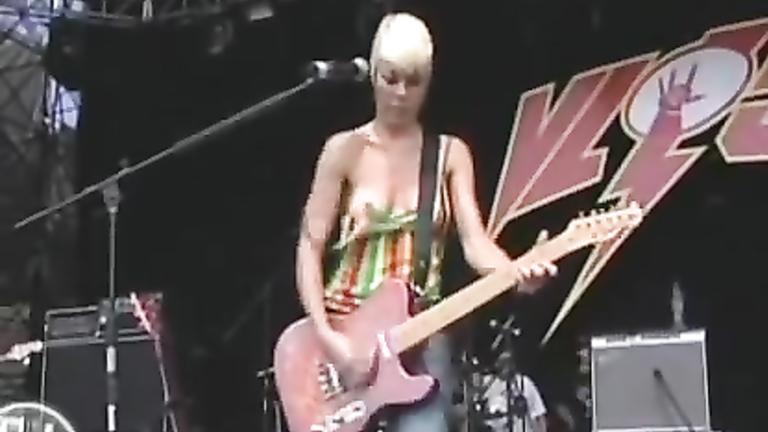 Blonde guitarist exposes her cute boob