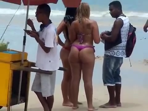 Brazilian blonde with a humongous booty at the public beach
