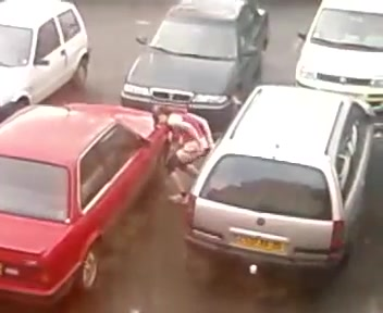 Intriguing fast runner takes a slash between two cars