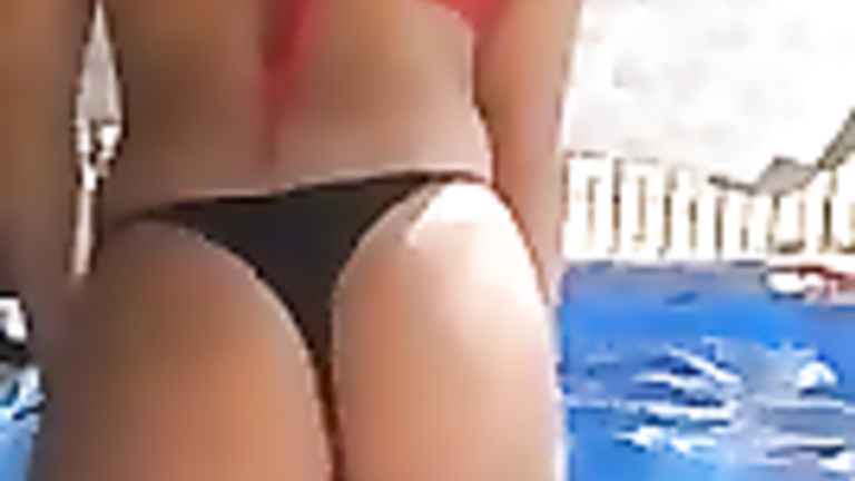 Sublime hottie twerks with her ass in the pool