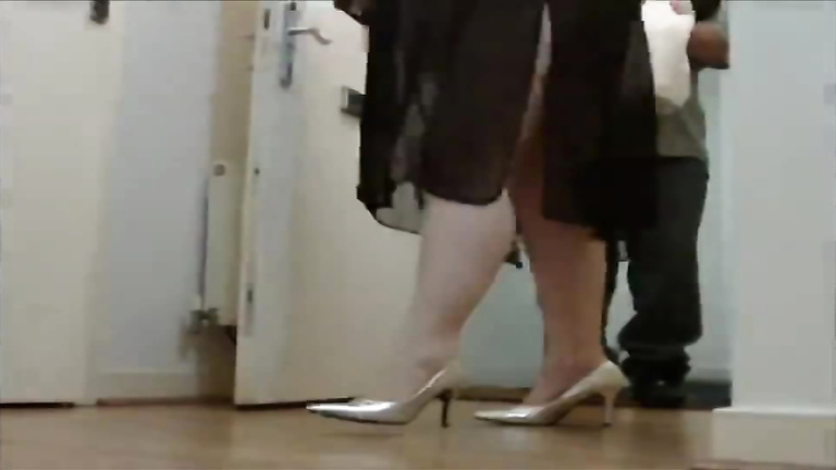 Wicked middle-aged mommy still likes the flashing