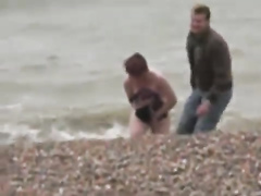 Brave wife runs into the sea without clothes