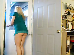 Plump blonde likes flashing with her ass!