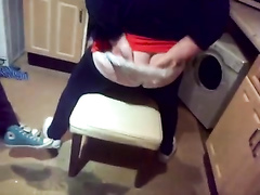 Blonde fattie tries to twerk with her bum