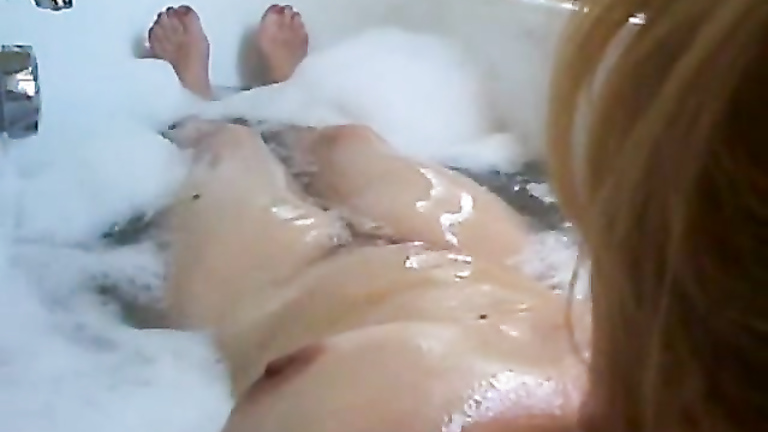 Brunette hottie rubs her pussy in the bathtub