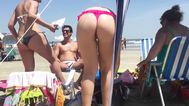 Raunchy girlfriend shows off her yummy booty