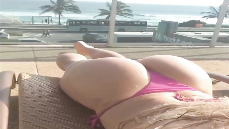 Lovely model enjoys recording her perfectly round ass