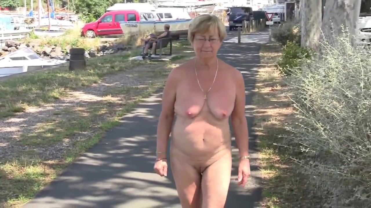 women around naked walking Nude