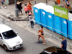 Shameless woman pisses on the central road of Sao Paulo