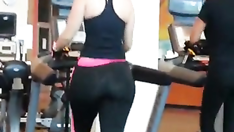 Demoiselle with a huge bum at the gym