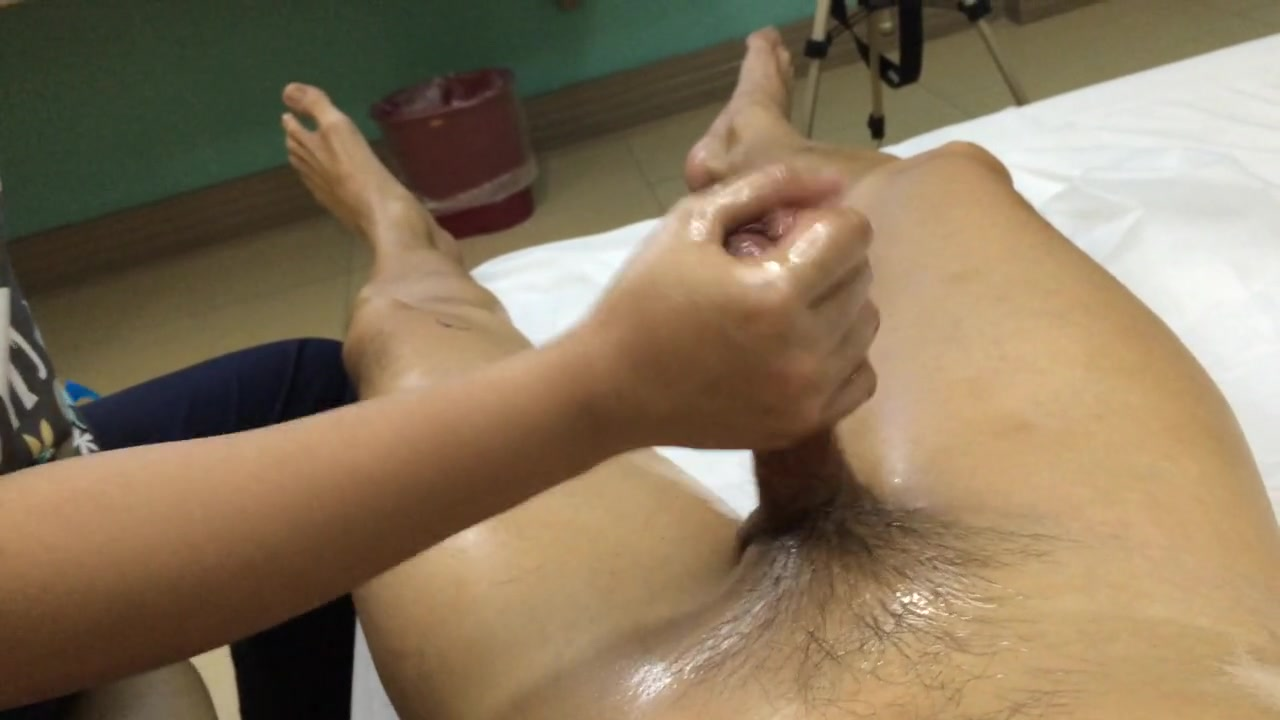 Meaty pecker milked down by the Thai masseuse