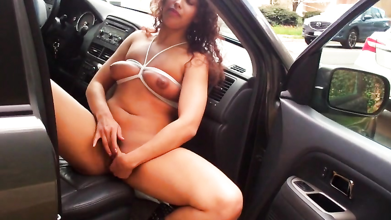 Curly maid rubs her cunny in the car