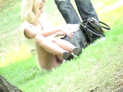Blonde girlfriend in the park had no panties at all!