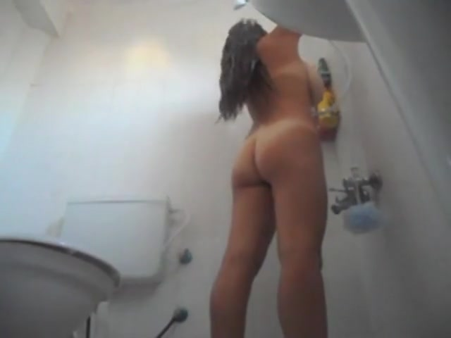 Stacked girlfriend gets taped taking a steaming warm shower
