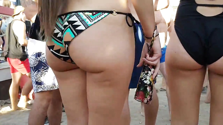 Beautiful stunner has her nice big booty recorded