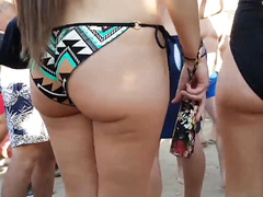 I like beach girls with big buttocks