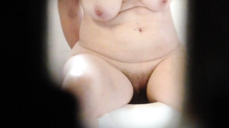 Aunt with saggy melons gets spied on during a bath