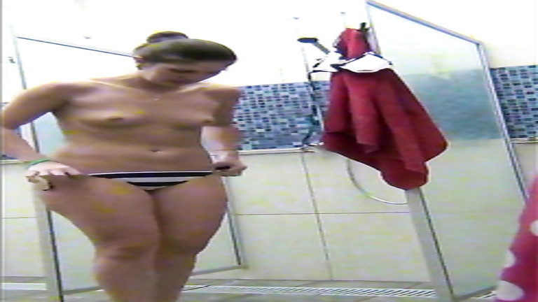 Delicious woman takes a quick shower in front of a spying cam