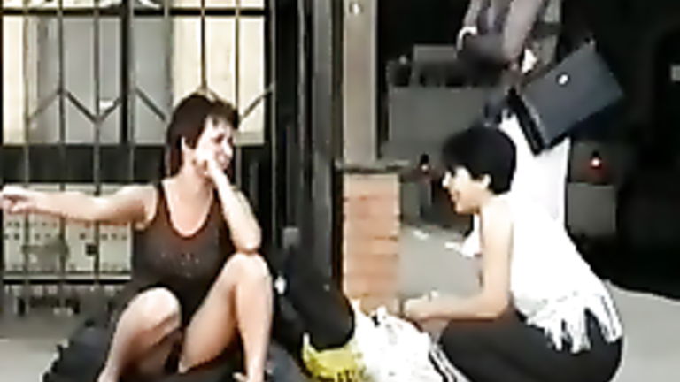 Яблочко Black girl touching her pussy seems