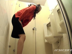 Desperate Japanese girl pees at a urinal