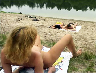 Mature woman masturbates outdoors on resting air