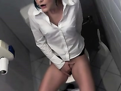 Lovely amateur babe rubs her clit on the public toilet