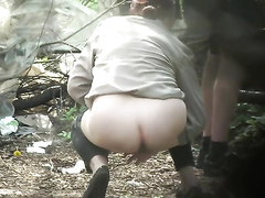 Female tourist and her friend piss in the woods