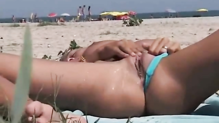 amateur woman masturbates man