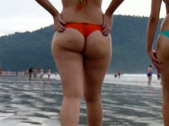 Amazing booty I followed on the beach