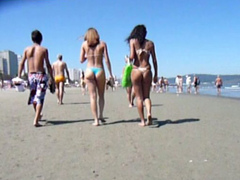 Two bikini babes expose tasty asses on the beach in Miami