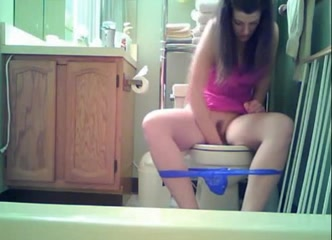 watch my sister pee