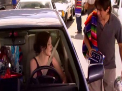 Great cleavage of Mary Louise Parker in a car
