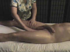 Erotic massage ends with a handjob for the big cock