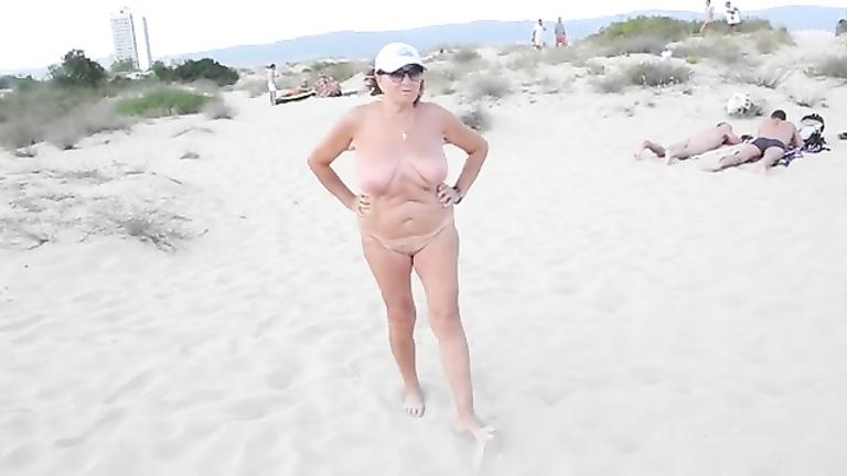 Asian beacj exhibitionist video