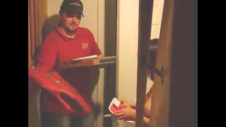 Undressed cutie takes a pizza delivery